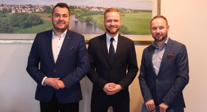 Polityka, Europoseł Tomasz Frankowski rozmawiał współpracy prezydentem Łomży - zdjęcie, fotografia