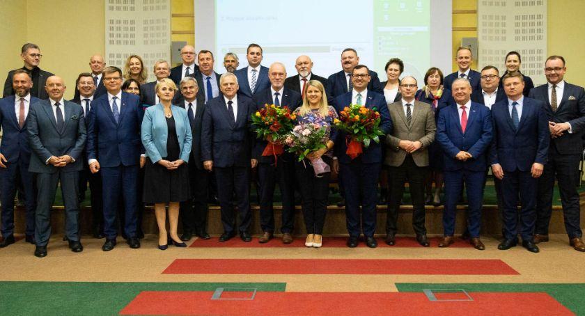 Polityka, Sejmikiem Województwa pożegnało troje radnych - zdjęcie, fotografia