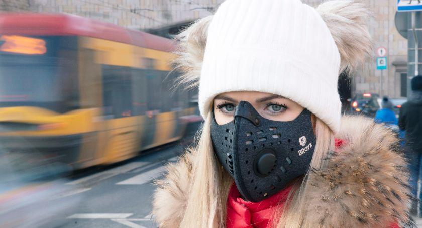 Styl życia, Przed smogiem niektórzy chronią zakładając specjalne maseczki - zdjęcie, fotografia