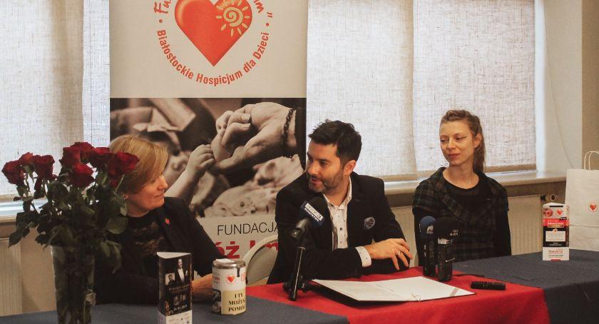 Wiadomości, Listopad miesiącem dobroczynności - zdjęcie, fotografia