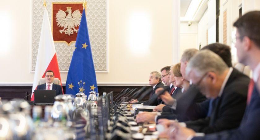 Polityka, Premier Morawiecki ogłosił skład nowego rządu Wiadomo Piontkowski nadal będzie ministrem - zdjęcie, fotografia