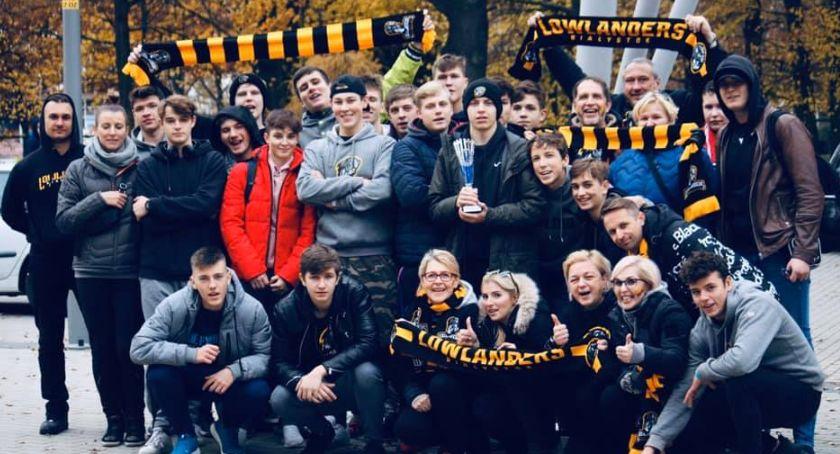 Sport, Juniorzy Lowlandersów walczą końca - zdjęcie, fotografia