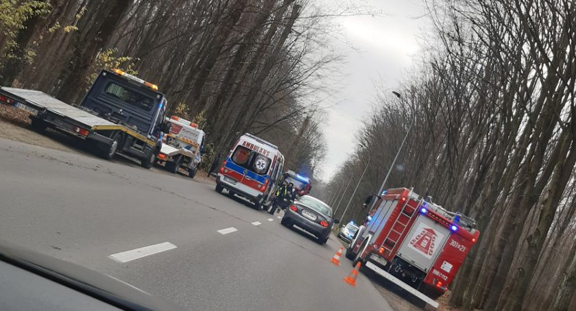 KOLIZJA 24, Kierowca trafił szpitala uderzył drzewo - zdjęcie, fotografia