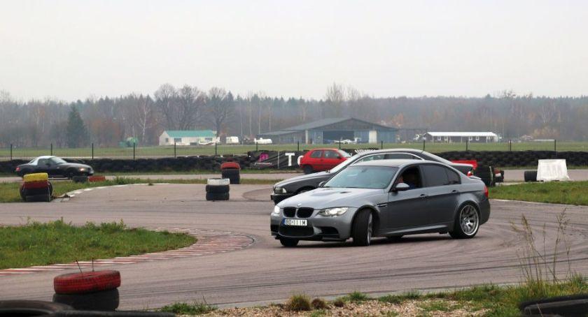 Motoryzacja, Miłośnicy szybkiej jazdy ścigają Torze Wschodzący Białystok - zdjęcie, fotografia
