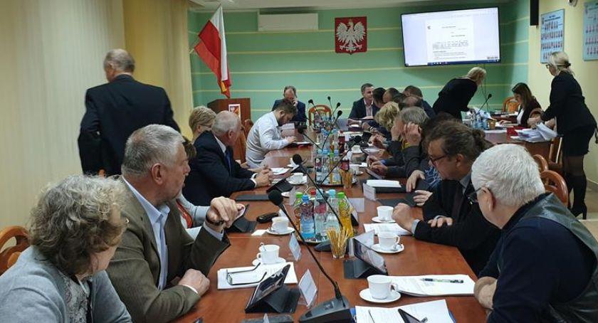 Wiadomości, Radni powiatu białostockiego obradowali nadzwyczajnej sesji sprawie tomografu - zdjęcie, fotografia