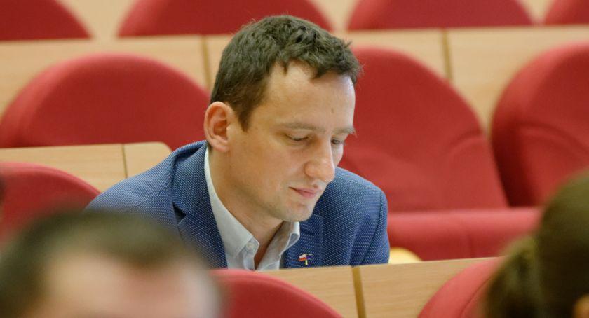 Wiadomości, Radny Biernacki mówił rządzie bezprawia Takiej riposty chyba spodziewał - zdjęcie, fotografia