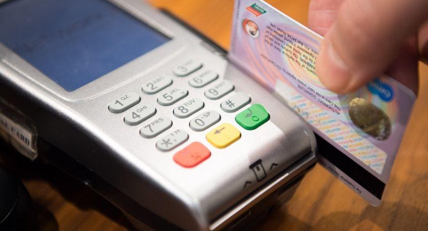 Gospodarka, Odmowa płatności kartą mniej wstydliwa niskie zarobki - zdjęcie, fotografia