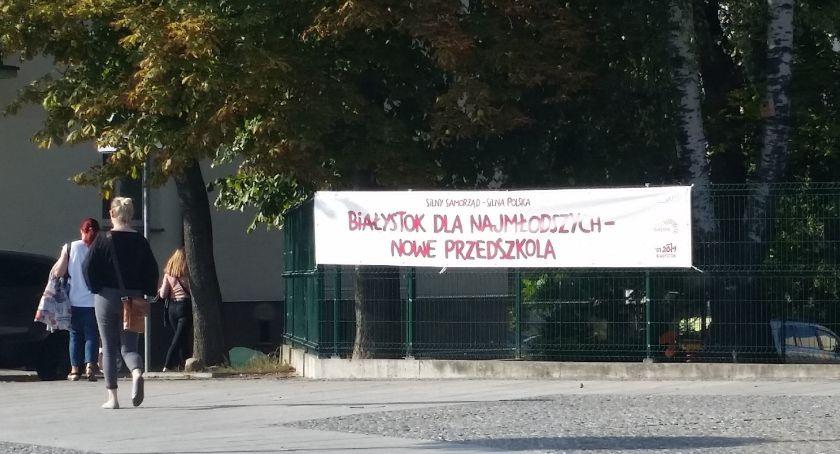 Wiadomości, bannerów dużo… mają niewłaściwe napisy - zdjęcie, fotografia