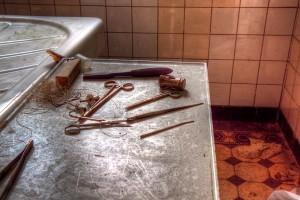 Wiadomości, Czerpał przyjemność pracy kostnicy - zdjęcie, fotografia