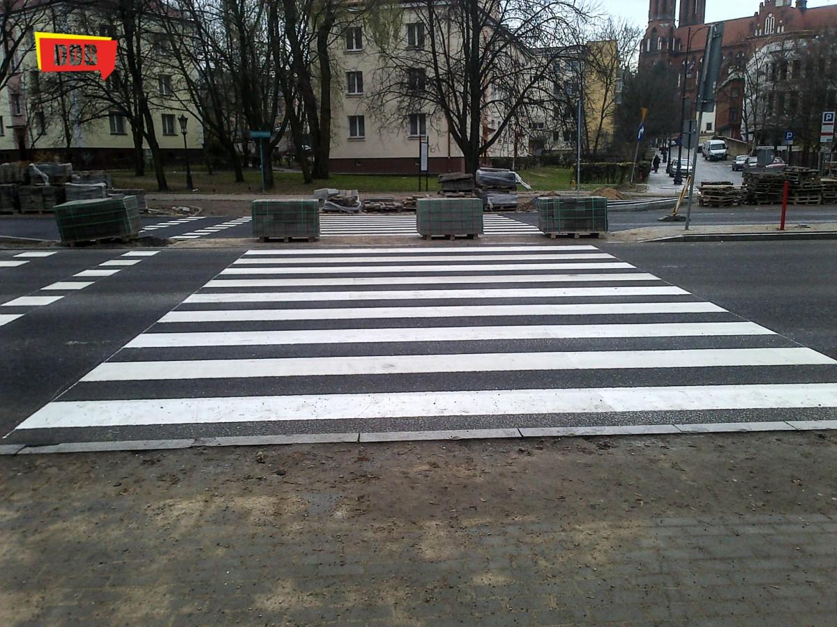 Wiadomości, przechodzić przez ulicę - zdjęcie, fotografia
