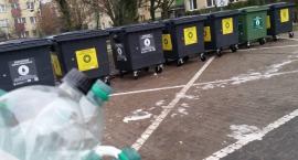 Plastikowe butelki po napojach mogą trafić do kontenerów na suche surowce
