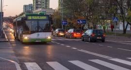 Ekologicznym autobusem po buspasach, gdy wisi smog