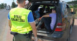 Rosjanie uciekali przed patrolem, bo przewozili nielegalnych migrantów