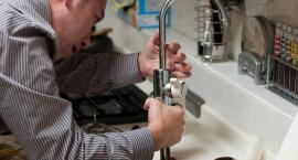 Naprawy hydrauliczne – jak znaleźć specjalistę do naprawy instalacji sanitarnej?