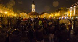 Na Rynku Kościuszki spłonęła flaga Państwa Islamskiego