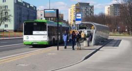 Taka gmina: Transport za przeproszeniem publiczny