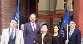 Spór o lekarzy rezydentów to bicie piany i polityczna awantura. Jak uzdrowić polską służbę zdrowia?