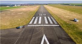 I zostaniemy z tym paskiem do startów. Lotniska tu nie będzie