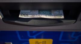 Emeryci i renciści w Podlaskiem wybierają przelewy bankowe. Przekazy odchodzą do lamusa