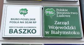 Mieczysław Baszko biura poselskiego już tu nie prowadzi, a tablica jak wisiała, tak wisi