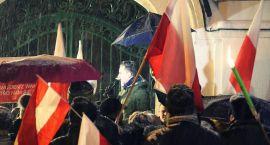 Manifestacja w obronie polskiego rządu i prezydenta w Wiedniu