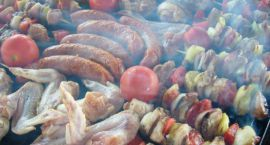 1/3 Polaków grilluje co najmniej raz w tygodniu. Na ruszt trafia głównie kiełbasa i karkówka