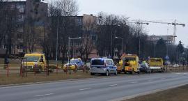 Wielka Sobota: dwie kolizje na Piastowskiej, w jednej uczestniczyła laweta