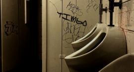 Dzieci nie chcą korzystać ze szkolnych toalet