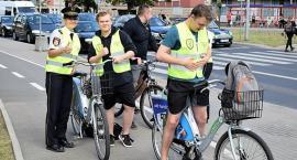 Rowerzyści otrzymali kamizelki odblaskowe od Straży Miejskiej