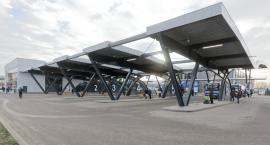 Polacy podróżują autokarami z dużego miasta do dużego