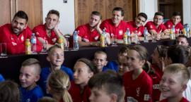 Polska reprezentacja odleciała na mundial. Pożegnały ją dzieci
