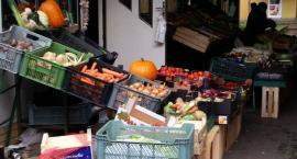Rozmówki w osiedlowym warzywniaku