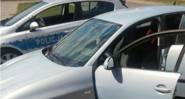 W samochodzie z dzieckiem w środku zatrzasnęły się drzwi. Pomogli policjanci