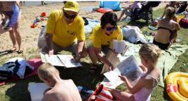 Książki trafiły do plażowiczów
