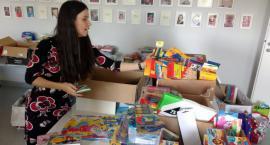 """Fundacja """"Pomóż Im"""" prowadzi zbiórkę przyborów szkolnych. Ty też możesz pomóc"""