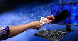 Jak płacimy za zakupy w internecie? Kartą? Gotówką? Przelewem?