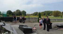 Kandydat na prezydenta Jacek Żalek złożył kwiaty przy Pomniku Grobie Nieznanego Sybiraka