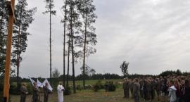 Leśnicy postawili krzyż w Świętej Wodzie