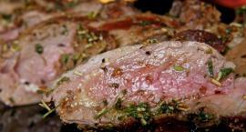 Lecą Wióry: Jedząc mięso z niewiadomego źródła, możesz trafić do piekła!