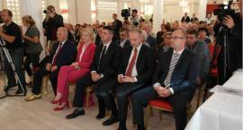 PiS przedstawił kandydatów do samorządu. W programie priorytetem jest gospodarka i społeczeństwo