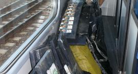 Sufit pociągu naszpikowany papierosową kontrabandą