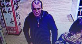 Policja szuka tego człowieka. Jeśli go znasz, poinformuj mundurowych