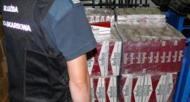 Ciężarówka przewoziła brykiet i… 30 tys. paczek nielegalnych papierosów