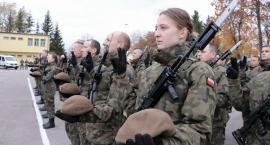 Terytorialsi w Suwałkach przysięgli wierność Ojczyźnie. Były też oświadczyny