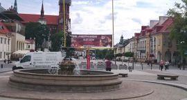 A cóż to takiego?! W sercu Białegostoku wyrosły futbolowe monumenty