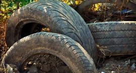 Starych opon nie zostawia się pod śmietnikiem ani w lesie!
