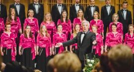 Kto spróbuje zaśpiewać z uniwersyteckim chórem pieśni patriotyczne?