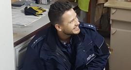 Od tego policjanta kobiety przyjmą każdy ratunek, włącznie z metodą usta-usta!