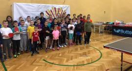 Grą w tenisa uczniowie promowali zdrowy sty życia bez używek