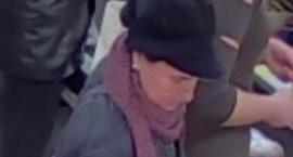 Ta kobieta ukradła portfel. Szuka jej policja